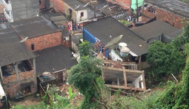 Um prédio de três andares caiu em Candeias por conta das fortes chuvas - Foto: Divulgação | Prefeitura Candeias