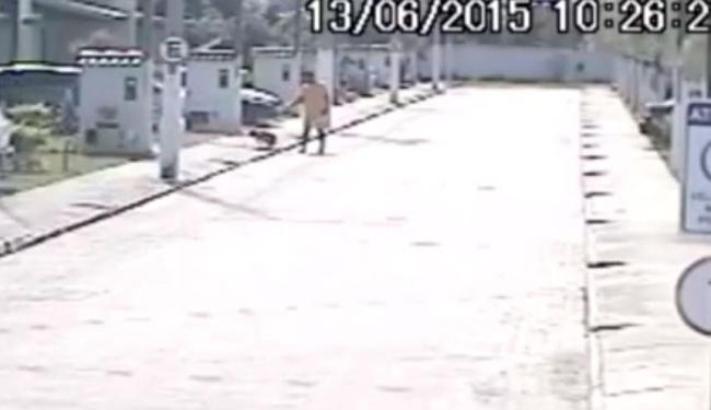 Câmeras de seguranças registram o momento da ação - Foto: Reprodução | Site Teixeira News