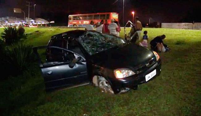 Carro capotou após motorista se distrair com discussão de ocupantes - Foto: Reprodução | TV Bahia