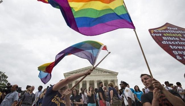 Militantes pelo direito dos homossexuais comemoram decisão da Suprema Corte dos Estados Unidos - Foto: Agência Reuters