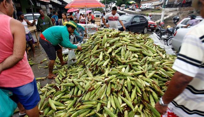 Centro comercial de Feira de Santana ficou repleto de compradores de última hora - Foto: Luiz Tito | Ag. A TARDE
