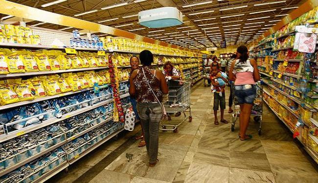 Produtos com maiores altas de preços foram tomate, pão francês, carne bovina, leite e óleo de soja - Foto: Margarida Neide   Ag. A TARDE