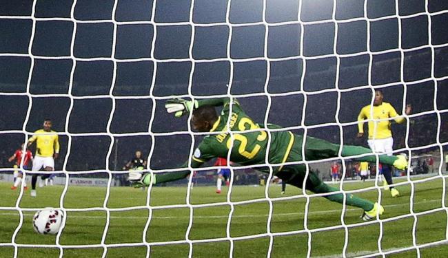 Vargas (foto) e Vidal marcaram para o Chile - Foto: Ag. Reuters