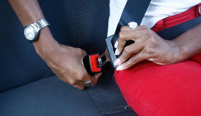 O uso do cinto tem porcentuais maiores conforme cresce o nível de instrução - Foto: Fernando Amorim | Ag. A TARDE | 11.02.2015