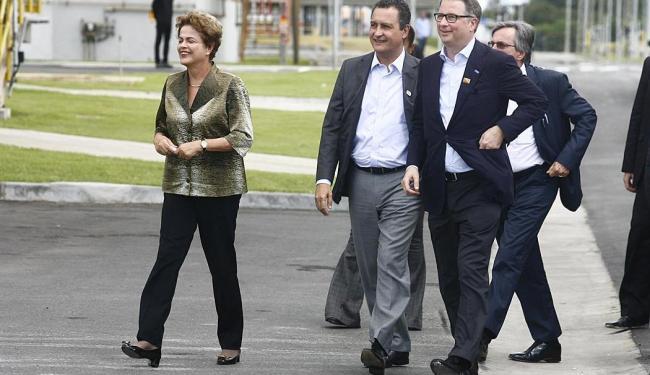 Dilma Rousseff em Camaçari ao lado do governador Rui Costa - Foto: Lúcio Távora | Ag. A TARDE
