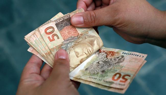 No acumulado do ano até abril o resultado da poupança está negativo em R$ 32,280 bilhões - Foto: Joá Souza | Ag. A TARDE