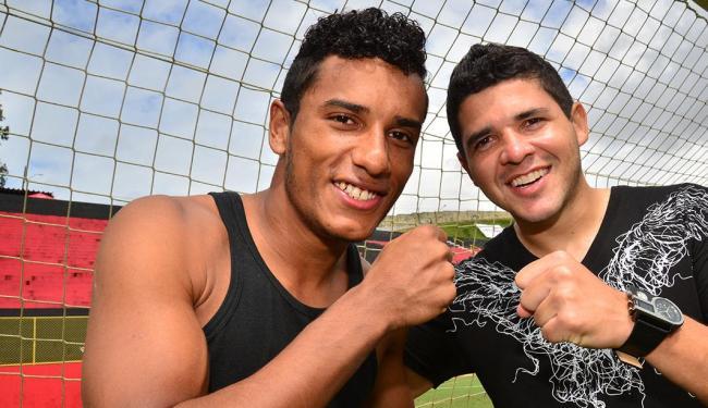 Diogo e Diego ensaiam no Barradão para celebrar os gols do Vitória - Foto: Erik Salles | Ag. A TARDE