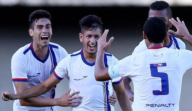 O único gol da partida foi marcado pelo lateral-direito Flávio (C) - Foto: Felipe Oliveira l Divulgação l E.C. Bahia