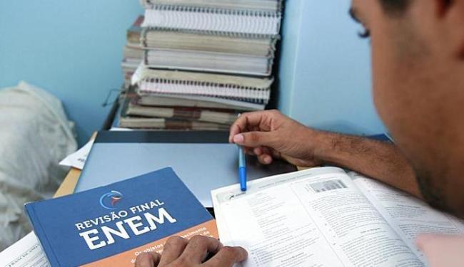 Dados indicam que a maior parte dos faltosos é de estudantes isentos da taxa de inscrição - Foto: Joá Souza | Ag. A TARDE | 13.01.2015