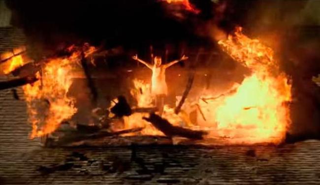 Filme mostra uma jovem que é possuída pelo demônio - Foto: Reprodução