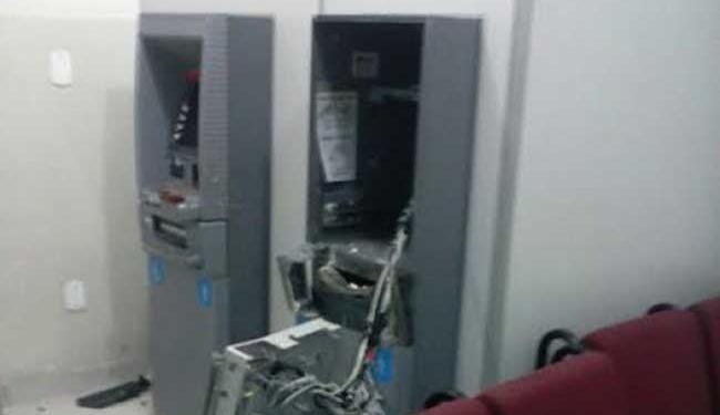 Bando explodiu caixas eletrônicos do posto avançado do Bradesco em Cabaceiras do Paraguaçu - Foto: Blog BA News