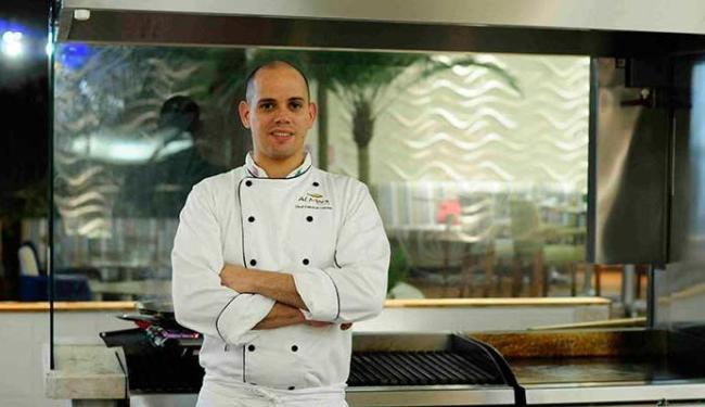 Edinho Engel conta com Fabrício Lemos no comando da cozinha do Amado desde o início do ano - Foto: Mayana Mignac | Divulgação