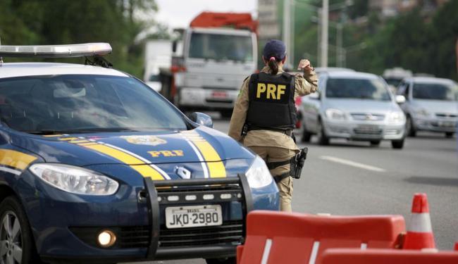 PRF registrou queda na quantidade de acidentes, mortos e feridos na comparação com 2014 - Foto: Joá Souza | Ag. A TARDE