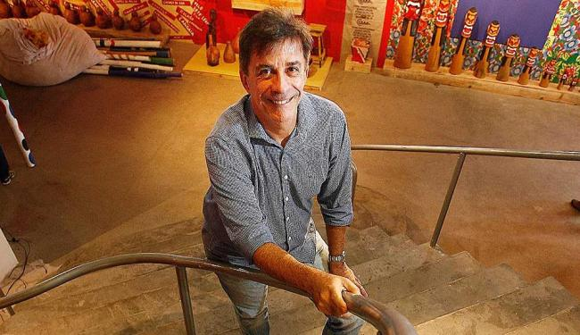 Guerreiro sobe as escadas do teatro, projeto da arquiteta Lina Bo Bardi - Foto: Raul Spinassé   Ag. A TARDE