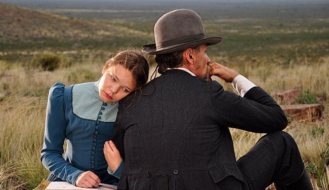 Viggo Mortensen, o capitão dinamarquês, e sua filha no filme feito de belas imagens - Foto: Divulgação