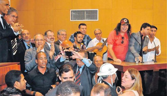 Sem maiores detalhes sobre o projeto, os forrozeiros tocaram e cantaram logo após a aprovação da mat - Foto: Sandra Travassos | ALBA | Divulgação