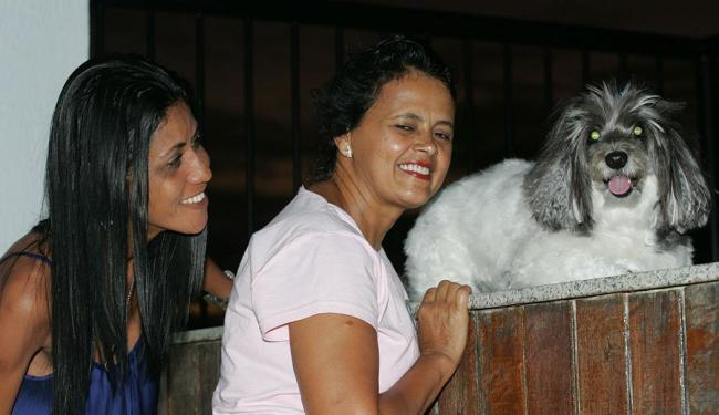 Ivonilda Figueiredo e Arlene Dultra optaram por uma cadelinha em vez de filhos - Foto: Fernando Amorim | Ag. A TARDE