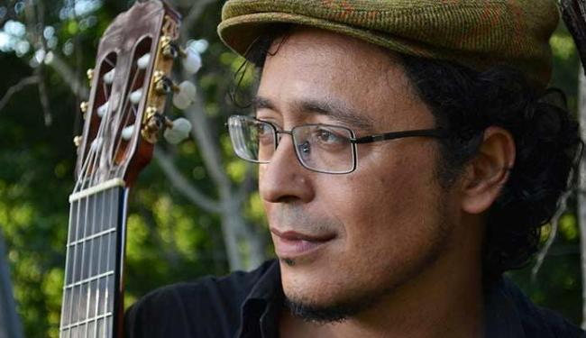 O maestro conquistense apresenta-se com seu violão neste sábado - Foto: Divulgação