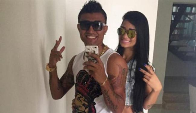 Atacante do Bahia oficializa namoro com Naiane e gera discussão entre torcedores - Foto: Reprodução l Facebook