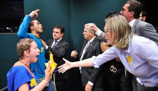 Com protestos e tumulto, comissão suspendeu votação da maioridade penal - Foto: Rodrigues Pozzebom l Agência Brasil