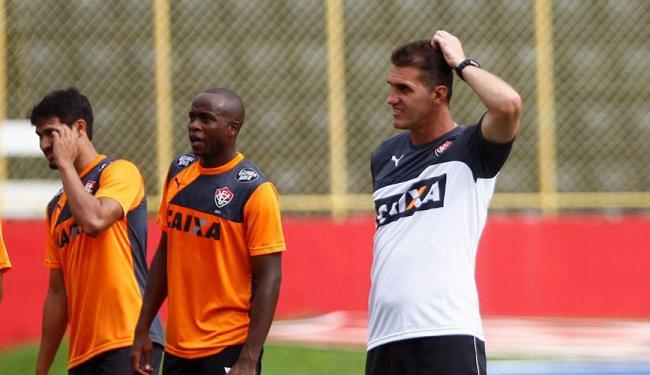 Mancini tem bom histórico no Vitória, mas estreias foram com