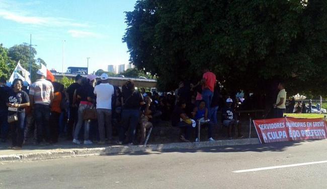 Servidores se concentram na Praça Nelson Rique - Foto: Foto do leitor   Cidadão Repórter
