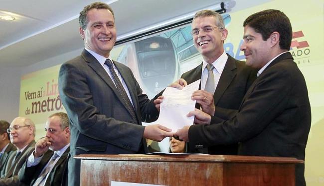 Governador e prefeito assinam autorização para início das obras - Foto: Carol Garcia | GovBA