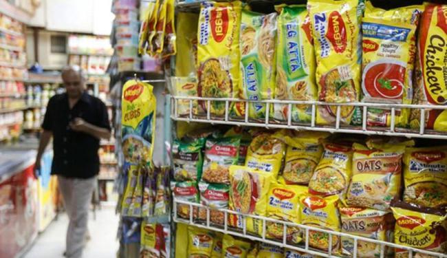 A Nestlé curvou-se às pressões no início desta sexta-feira e anunciou um recall na Índia - Foto: Shailesh Andrade   Agência Reuters