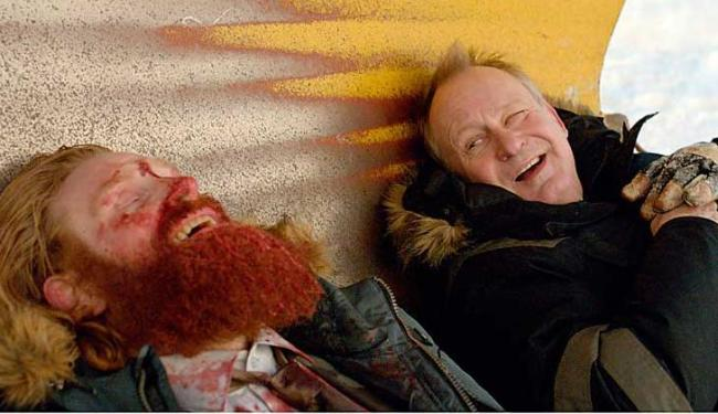 Kristofer Hivju e Stellan Skarsgård em cena do filme