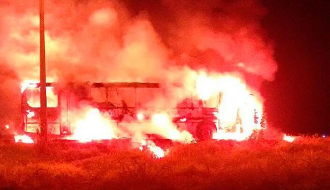 O incêndio começou após uma pane na parte elétrica do ônibus - Foto: Reprodução | Blog Sigi Vilares