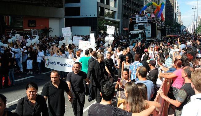 Com cartazes, eles dizem que políticos como Eduardo Cunha, não os representam - Foto: Xando P.   Ag. A TARDE   07.06.2015