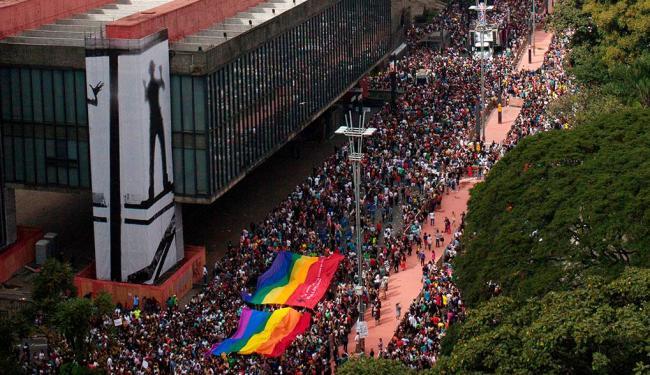 Militantes e jovens em clima de festa também passeavam pela Avenida Paulista - Foto: João Castellano | Agência Reuters