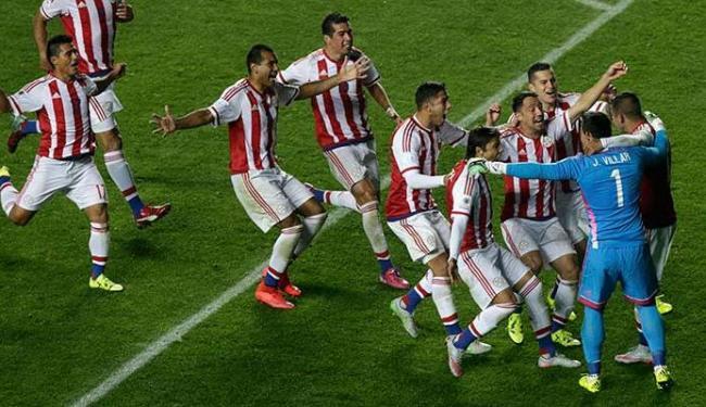 Jogadores do Paraguai comemoram classificação contra o Brasil - Foto: Agência Reuters