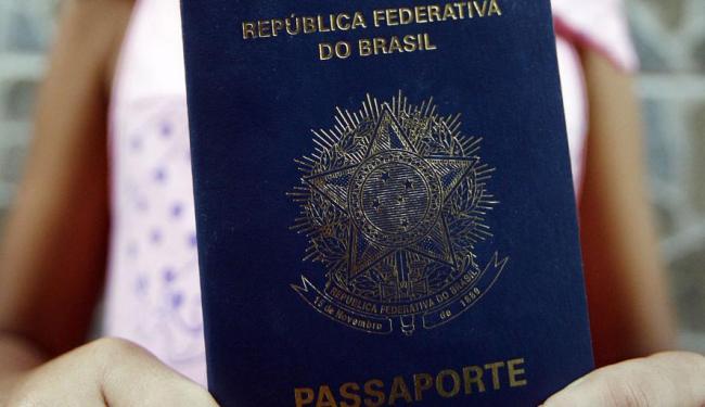 A pane na emissão de vistos de não imigrantes afeta o mundo inteiro - Foto: Lunaé Parracho | Ag. A TARDE | 08.09.2011