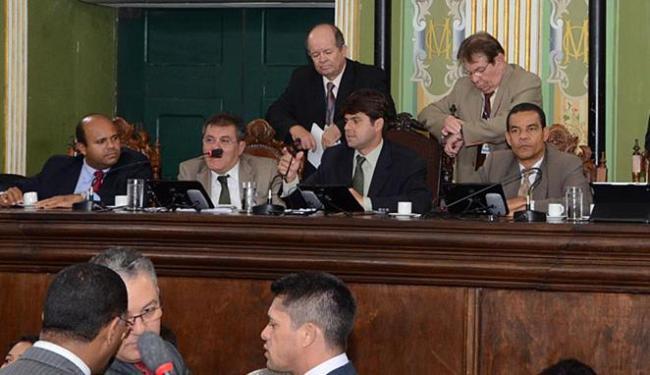 Paulo Câmara (centro) defende a aprovação do voto aberto como legado de sua administração - Foto: Reginaldo Ipê l Divulgação