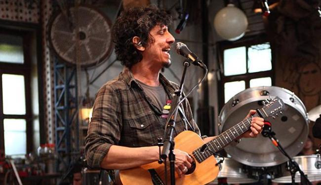 Pedro Luís lança DVD solo, gravado no ateliê do artista visual Sérgio Marimba, no Rio de Janeiro - Foto: Ricardo Gomes l Divulgação