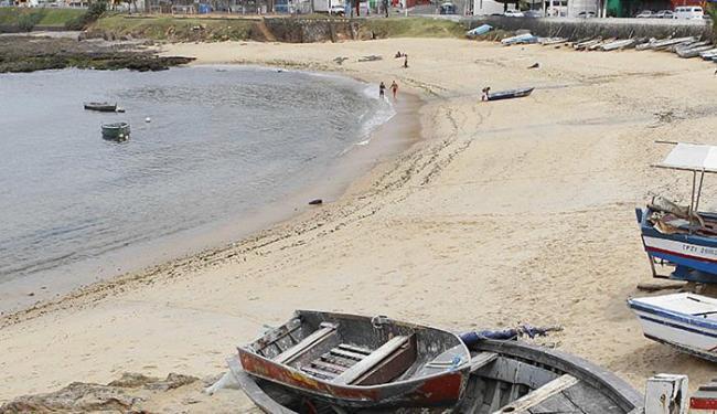 Enseada no bairro do Rio Vermelho é uma das áreas que não servem para banho - Foto: Eduardo Martins l Ag. A TARDE l 02.11.2012