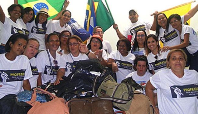Cerca de 60 docentes dormiram na prefeitura na noite de terça - Foto: Divulgação   Simpi