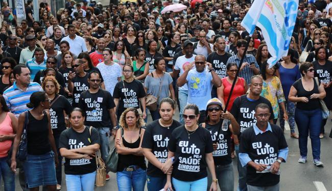 Servidores fizeram passeata do Campo Grande ao Corredor da Vitória - Foto: Joá Souza | Ag. A TARDE