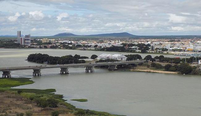 Vista panorâmica do rio São Francisco, da ponte e da cidade de Juazeiro, na Bahia - Foto: Miriam Hermes | Ag. A TARDE