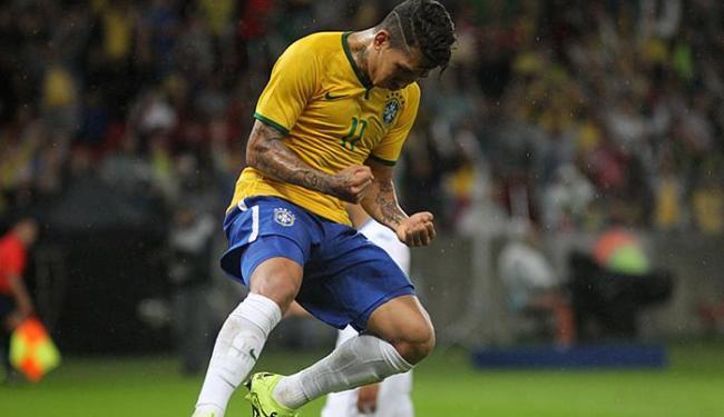 Roberto Firmino comemora o único gol do Brasil na partida em Porto Alegre - Foto: Nabor Goulart l AP Photo