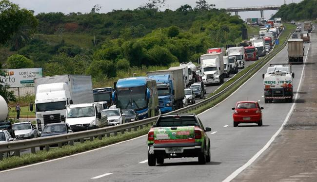 Levantamento junto à PRF e ao Dnit aponta 26 trechos arriscados nas rodovias - Foto: Marco Aurélio Martins | Ag. A TARDE | 26.03.2015