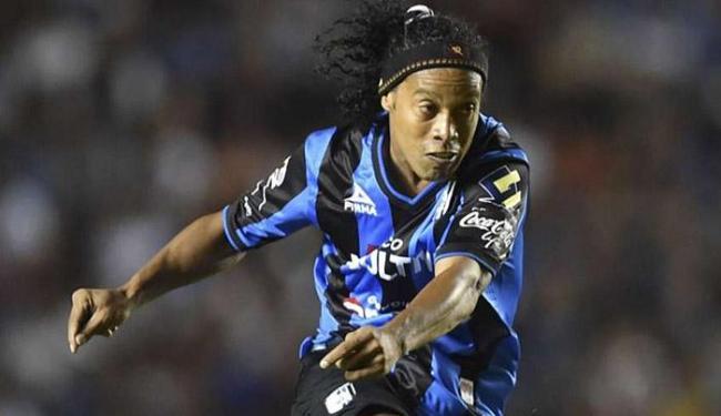 Presidente informou que as negociações com Ronaldinho Gaúcho estão bastante adiantadas - Foto: Getty Images