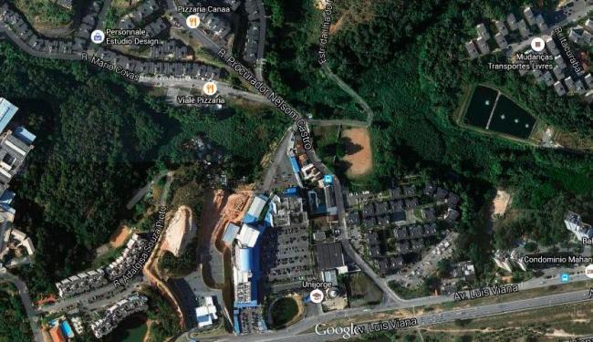 Desmoronamento de muro aconteceu na rua procurador Nelson Castro - Foto: Reprodução | Google Maps