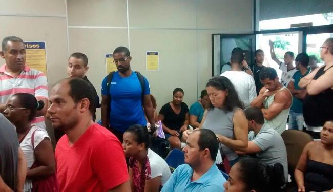 A sala de espera ficou lotada de pessoas com problemas em encomendas - Foto: Márcio Barbosa | Cidadão Repórter