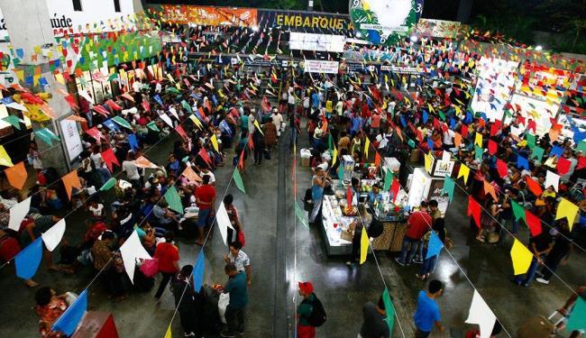 O movimento de pedestres no Terminal Rodoviário de Salvador é bastante intenso - Foto: Lúcio Távora   Ag. A TARDE