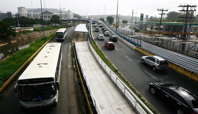 Os ônibus terão trajetos modificados a partir do feriado da Independência da Bahia - Foto: Mila Cordeiro   Ag. A TARDE