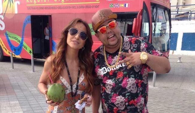 Sabrina Sato e Neto LX passearam por Salvador - Foto: Divulgaçao