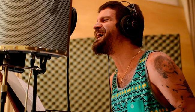 Saulo durante o processo de gravação do disco