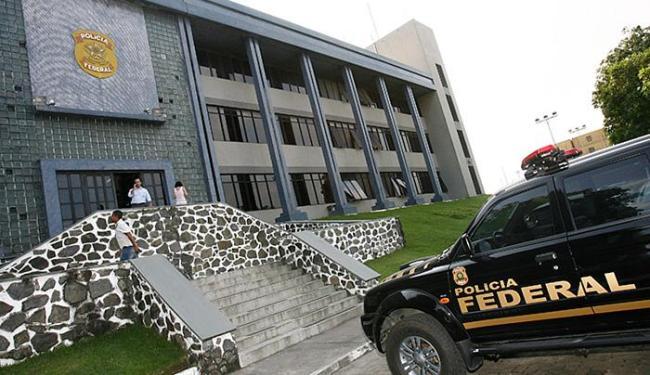 Preso foi encaminhado à sede da PF, no Comércio - Foto: Iracema Chequer l Ag. A TARDE l 2.6.2009